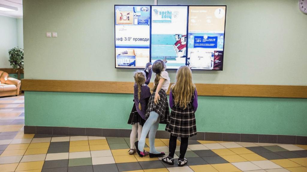 Информационные экраны для школы